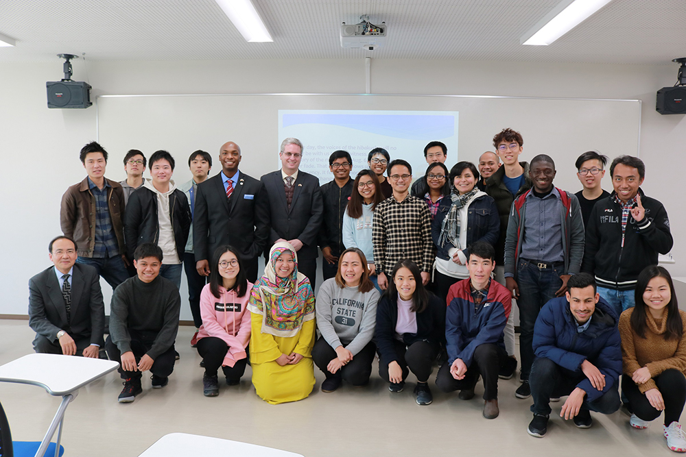 Mansfield Fellows Launch Kumamoto University Lecture Series